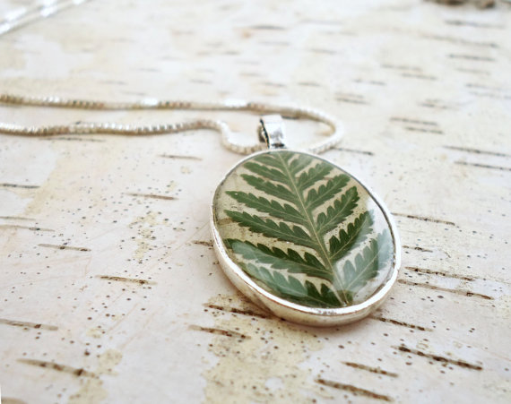Mariage - Fern Necklace - Bridesmaid Jewelry - Natural Bridesmaid Necklaces - Rustic Birch Bark with Pressed Leaf - Woodland Wedding Bridesmaid Gift