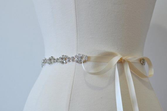 Свадьба - Rhinestone encrusted bridal belt, Crystal Belt, Bridal Sash