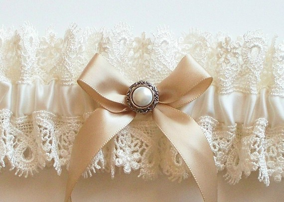 Свадьба - Wedding Garter with Vintage Inspired Pearl on Champagne Bow - The AMY Garter