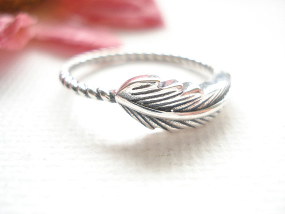 Mariage - Sterling Silver feather Ring...friendship, simple everyday, stackable, couple ring, wedding, engagement, promise ring, bridesmaid gift,
