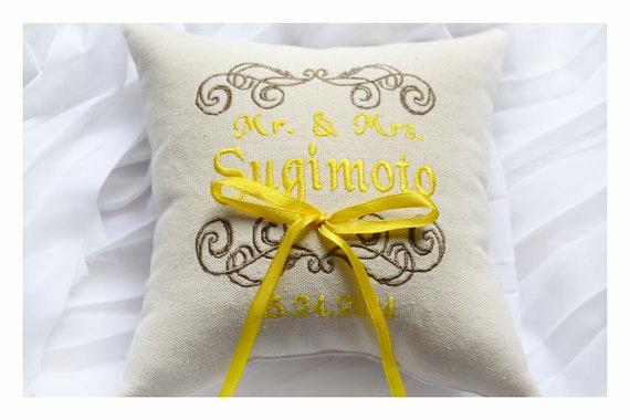 Mariage - Mr & Mrs Ring bearer pillow , wedding ring pillow ,  ring  pillow, embroidered pillow , Personalized  embroidery wedding pillow (R92)