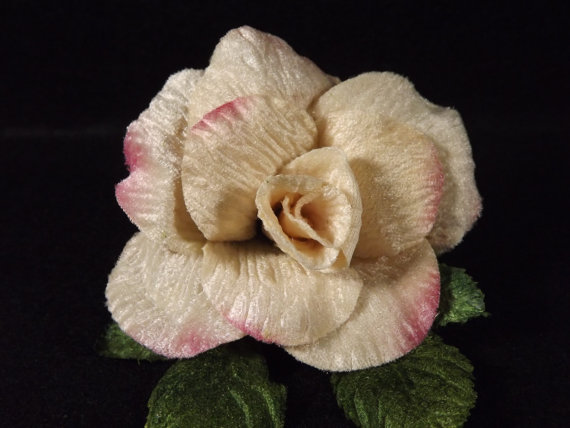 "Hochzeit - New Velvet Rose Cream Pink Edges 3"" Green Velvet Leaves Millinery Flower Crown Wedding Crafts"