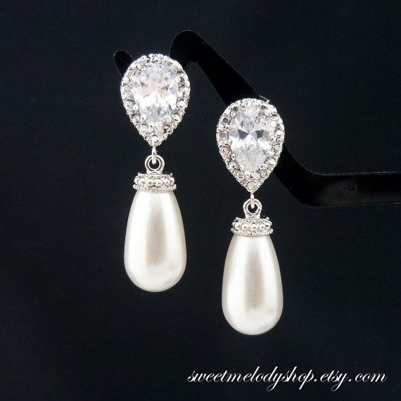 Mariage - Wedding Jewelry Bridesmaid Gift Bridal Pearl Earrings Bridesmaid Jewelry White OR Cream Swarovski Tear Drop Pearl Earrings Dangle Earrings