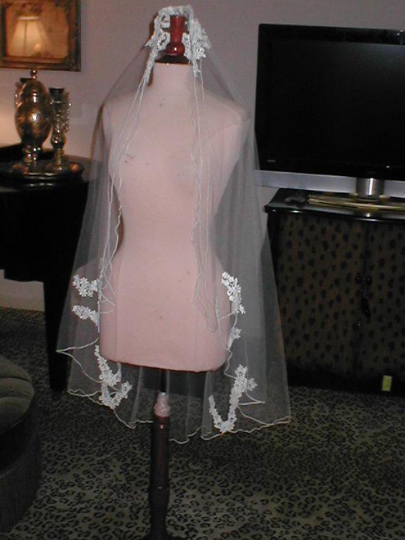 Mariage - Vintage Ivory fingertip length Lace Mantilla Bridal Veil