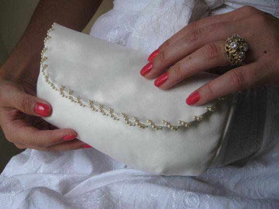 Свадьба - Ivory Bridal Clutch - The Anne Clutch in satin, beaded ivory pearl wedding purse, bride bag