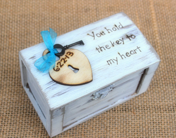 Mariage - Ring Bearer Box Shabby Chic Wedding Personalized Wood Heart and Key (Your Color Choice)