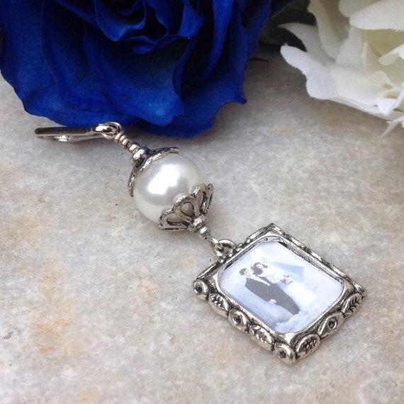 زفاف - Wedding bouquet charm.  Memorial photo charm with White shell pearl.
