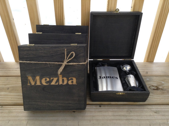 Mariage - Engraved Cigar Box SET OF 4 with Flask & Shot Glass Set Rustic Wedding Personalized Bridal Party Groomsmen Gift
