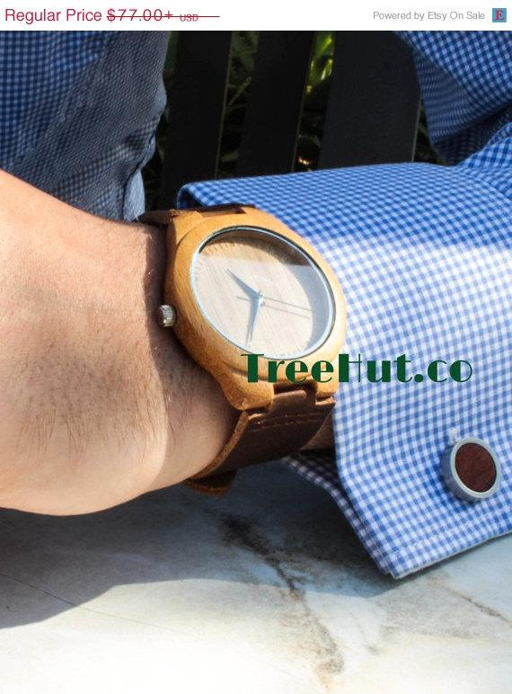 Mariage - SALE Personalized Minimalist Engraved Wooden Watch with Genuine Leather, Mens watch, Groomsmen gift, Wood Watch Bamboo Watch HUT009
