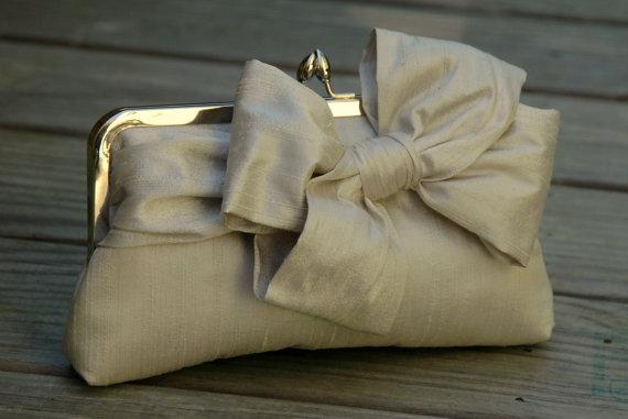 Hochzeit - Bridal Bow Clutch, Wedding Clutch, Champagne Clutch,  Formal Purse, Prom Clutch {Tied Up Pretty Kisslock}
