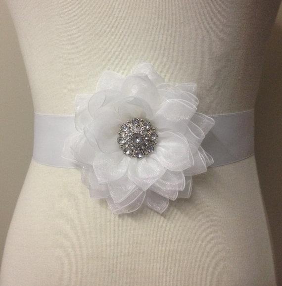 Hochzeit - White Sash-Bridal Flower Sash-Wedding Flower Sash-Bride Flower Sash-Bride Belt-Bridesmaid Sash-Victorain Lotus Organza Flower Sash