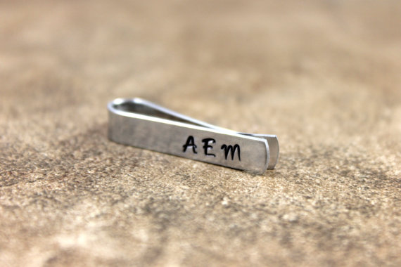 Mariage - Free Shipping / Father's Day / Birthday / Groomsmen / Men's Personalized Custom Hand Stamped Monogram Skinny Tie Clip / Tie Bar