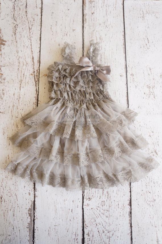 Свадьба - lace flower girl dress- Silver flower girl dress- flower girl dresses- gray flower girl dress- rustic flower girl dress- country flower girl