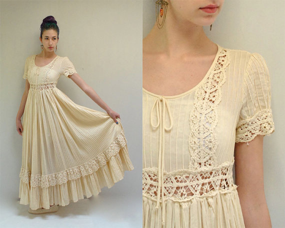 Hochzeit - Bohemian Wedding Dress  //  Mexican Wedding Dress  //  THE CHARLEMAGNE