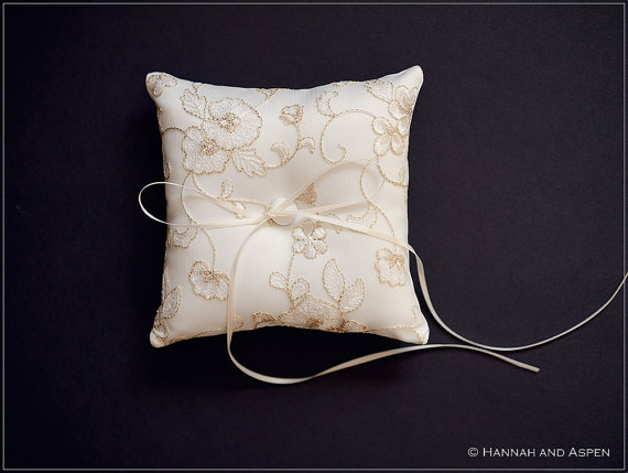 """Mariage - Kelly  - 6x6"""" Wedding ring pillow - Wedding ring bearer - Ring pillow bearer"""