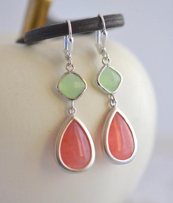زفاف - Bridesmaid Earrings in Coral Pink, Mint and Silver.  Bridesmaid Earrings. Wedding Jewelry. Gem Dangle Earrings.  Modern Fashion Earrings.