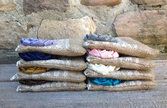 Mariage - 8 Burlap and Lace Wedding Clutches - Bridesmaid Clutch - Bridal Party - Burlap Clutch - you choose the lining and flowers