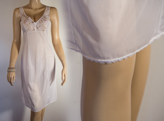 Свадьба - Very attractive XL plus size silky soft  white lace trimmed  vintage full slip 1980's vintage - PL365