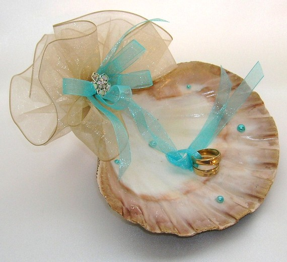 Mariage - Sand and Surf or Champagne at Tiffanys - Ring Bearer Shell - Which Bride Are You