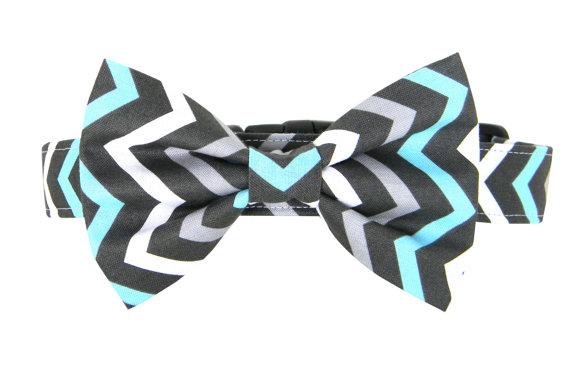 Свадьба - Aqua Grey Chevron Bow Tie Dog Collar Set/ Dog Collar and Bow Tie: Chilled Chevron
