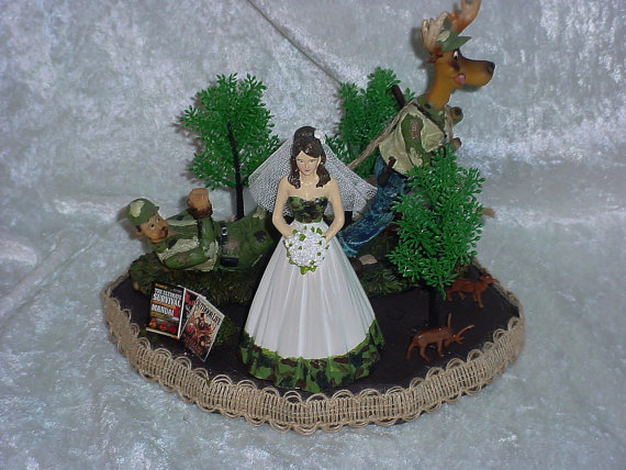Hochzeit - Deer pulling Redneck Hunter Groom Green Camo Wedding Cake topper-Elegant Bride in Sweetheart Neckline Dress Rustic Outdoor lover Bride in H5