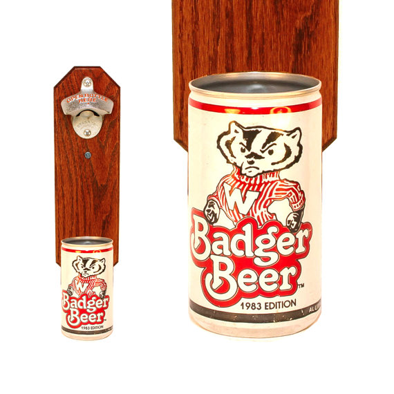 Mariage - Wisconsin Badger Wall Mounted Bottle Bottle Opener with Vintage Badger Beer Can Cap Catcher - Gift for Groomsmen