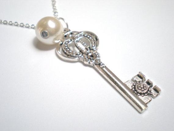 Mariage - Skeleton Key Necklace, Pearl, Vintage Inspired, Silver, Bridal Jewelry, Bridesmaid, Wedding