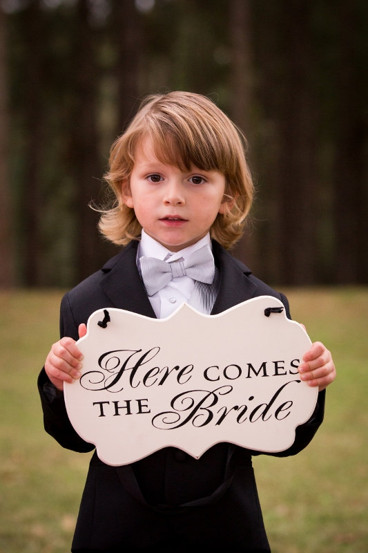 Mariage - Two Sided Here Comes the Bride / and they lived Happily Ever After Wedding Sign, Off White Cottage Chic Flower Girl / Ring Bearer Sign