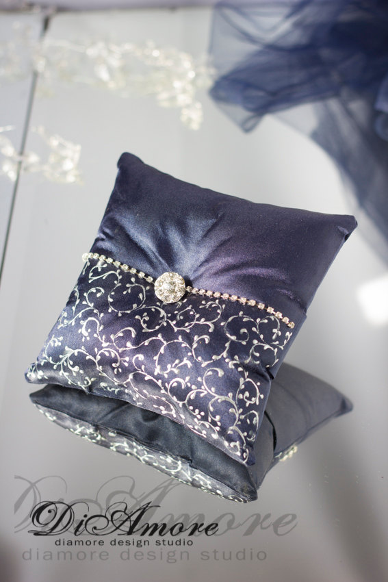 Свадьба - Navy & Silver lace/ Wedding ring pillow/Crystal Brooch/Navy Wedding/Rninestones/