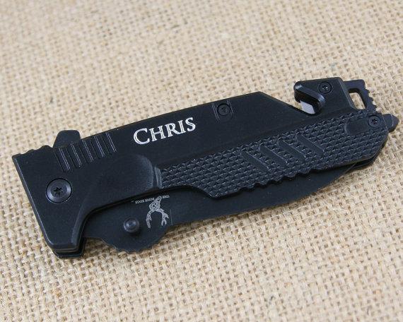 Свадьба - 18 PERSONALIZED Groomsmen Gifts Custom Knife Hunting Knife Engraved Pocket Knife Black Rescue Knife Groomsman Fathers Day Custom Knife PK6