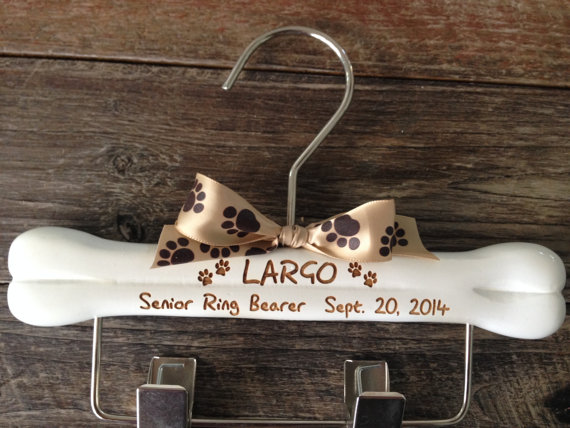 Mariage - Dog Ring Bearer Hanger, Wedding Hanger, Dog Wedding, Dogs Leash Hanger, Dog Clothes Hanger, Engraved Dog Hanger, Personalized Dog Hanger