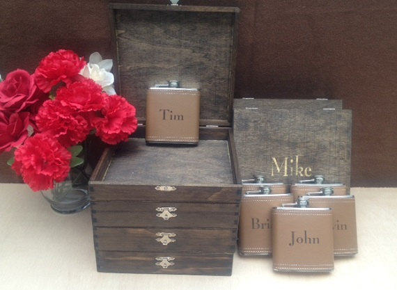 Mariage - Groomsmen Gift Set of 6 Cigar Box/Flask Set - Laser Engraved Name - FREE SHIPPING - Stained and Personalized - Brown Leather Flask