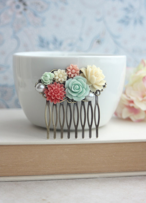 Свадьба - Mint Green Rose, Coral, Ivory, Pearl Collage Flower Hair Comb. Bridesmaid Gift. Coral and Mint Wedding. Bridal Wedding. Summer Weddings. Sis