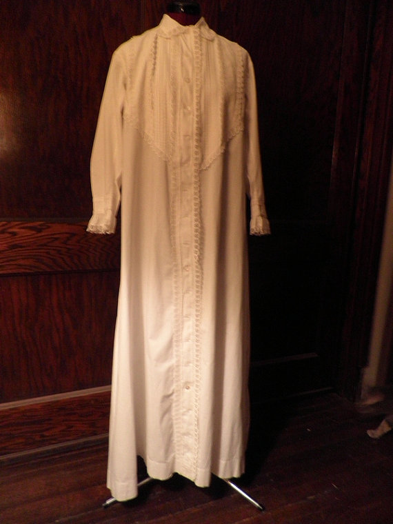 Antique Victorian White Cotton And Eyelet Dressing Gown 1900s ...