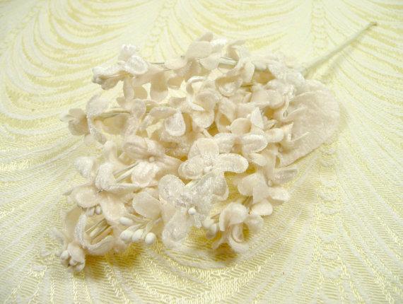 Свадьба - Velvet Lilacs Millinery Flowers Antique Ivory Bunch for Hats, Wreaths, Bouquets, Weddings