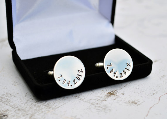Свадьба - Personalized Cufflinks, Groomsmen Gift, Cufflinks in Velvet Box, Wedding Party, Best Man, Husband,Father of the Bride, Father of the Groom