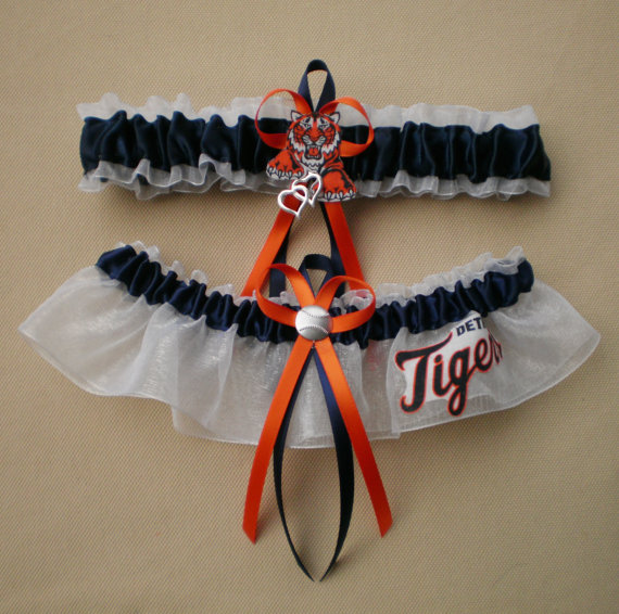 Mariage - Detroit Tigers MLB Wedding Bridal Garter Set Double Heart Baseball Charm Prom Sport