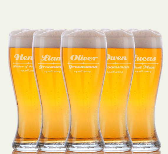 Hochzeit - 5 Personalized Beer Glasses, Groomsmen Gifts, Custom Wedding Favors, Father of the Bride Gift, Gifts for Groomsmen, Personalized Glasses