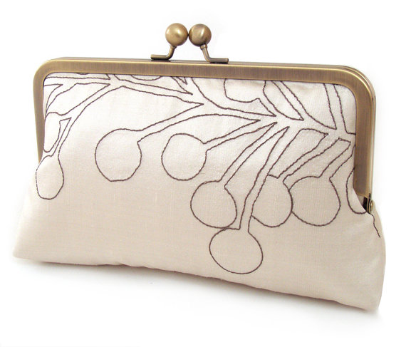Свадьба - SALE: Clutch bag, ivory silk purse, wedding clutch, bridesmaid gift, PODS