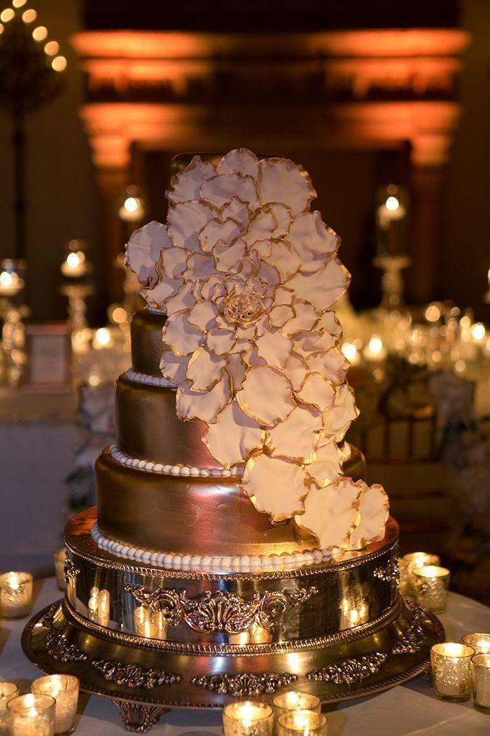 Свадьба - White & Gold Wedding Cakes