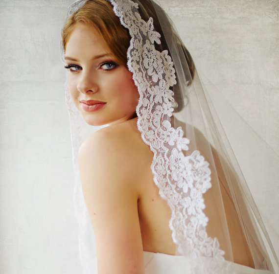Mariage - Bridal Veil, Traditional Veil,  Mantilla Cathedral Length Veil, Wedding Veil, Lace Edged Veil, Wedding Hair Accessory, Long Veil