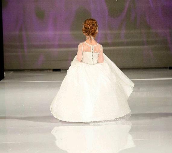 زفاف - Sweet Capri Dress - Flower Girl Dress - Lace Dress - Girls Dress - Big Bow Dress - Wedding Dress by Isabella Couture