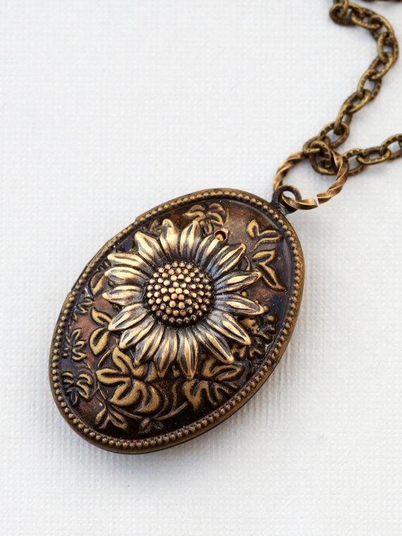 Свадьба - Locket, Jewelry Gift,Sunflower Brass Locket, locket necklace,photo locket,brass oval locket,brass locket,Wedding Necklace