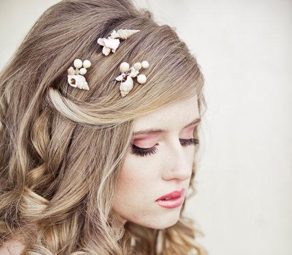 Mariage - She Sells Sea Shells Wedding Hair Bobby Pin Set, Beach Wedding Hair Pins, Destenation Wedding Boho Weddings, Beach Hair Accessory