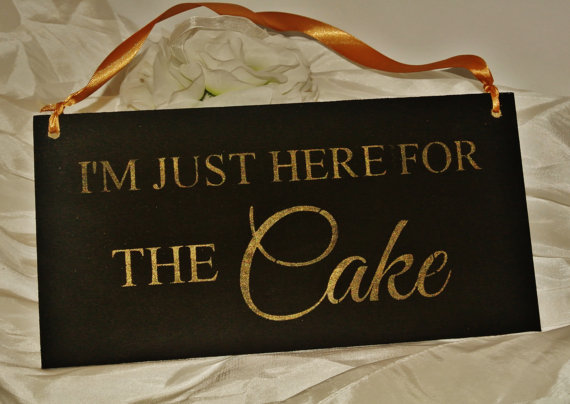 Mariage - I'm just here for the CAKE, toddler sign  wedding sign photo prop, i came for the cake, wood sign, humorous black Gold