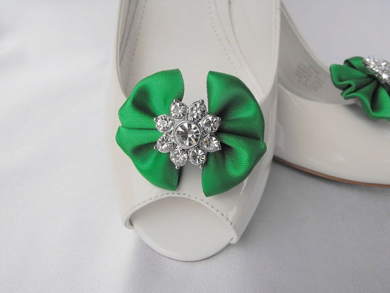 Hochzeit - Handmade bow shoe clips with rhinestone center bridal shoe clips wedding accessories in emerald green