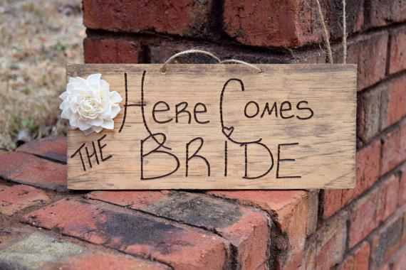 زفاف - Here Comes The Bride Sign - Ring Bearer - Engraved Wood Sign - Rustic Wedding - Shabby Chic Wedding - Ceremony Decor - Ring Bearer Prop