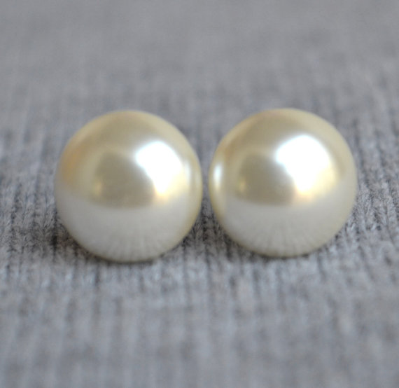 Свадьба - big pearl earrings,huge button pearl earring,wedding earrings,ivory pearl stud earrings,bridesmaid earrings,pearl jewelry.for wedding party