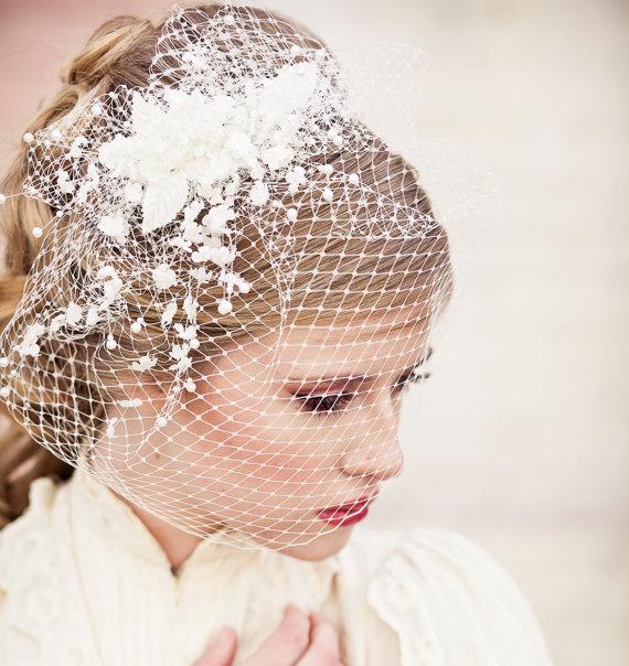 Свадьба - Birdcage Veil with Vintage Flower Spray Modern Veil Wedding Headpiece, Veil, Wedding Hair, Birdcage Bridal Veil, Floral Headpiece