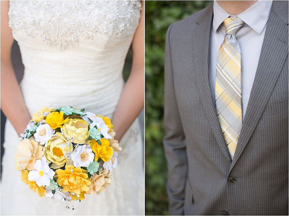 Mariage - As SEEN on Emmaline Bride - Cream and Yellow - Paper Bouquet - Customize your Style and Colors - Made To Order